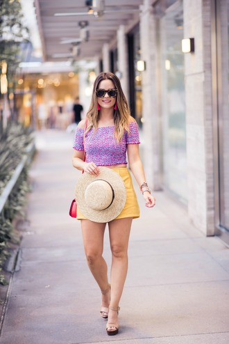 thestyledfox blogger top shorts shoes jewels hat sunglasses