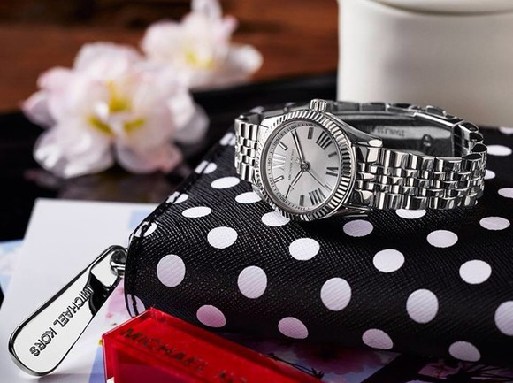 jewels watch white black michael kors fashion silver dotted silver watch wallet wallets black and white blogger fashion blog fashion blogger