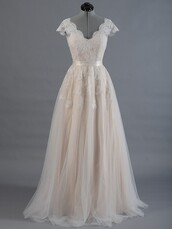 dress,prom,prom dress,wedding dress,gown,modern,lace,lace dress,sexy,sexy dress,love,pretty,chic,girl,girly,maxi,maxi dress,wedding,wedding clothes,bride,evening dress,long evening dress,event,fashion vibe,long,long dress,long prom dress,floor length dress,women,sparkle,tulle dress,satin,belt,vintage,dressofgirl