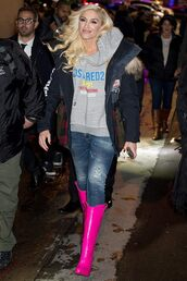 sweater,hoodie,boots,gwen stefani,celebrity,casual,jacket
