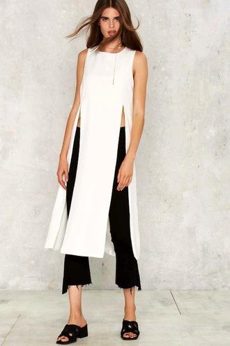 le fashion image blogger t-shirt jewels jeans white top slit top black pants flats black jeans slit