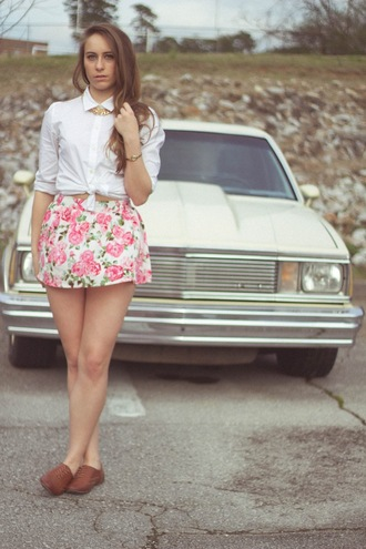tennessee rose blogger roses mini skirt white shirt