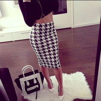 blvck skirt big pattern black and white white black pencil skirt houndstooth tight bodycon junior designer date outfit girls night party black and white dress chain shirt black and white skirt knee length knee length skirt