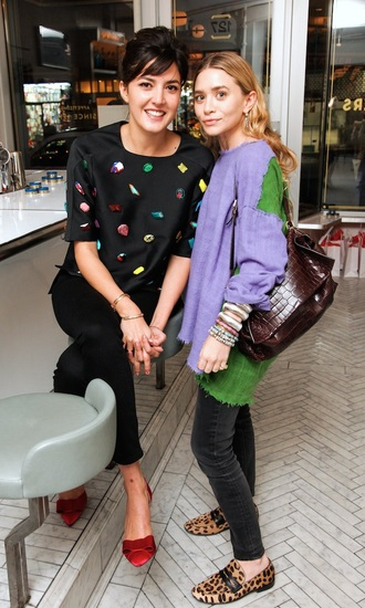 ashley olsen sweater olsen sisters fall outfits flats