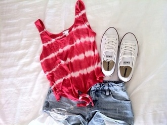 shirt red tie dye tie up knot knotted tank top t-shirt top summer outfits casual jeans shorts light wash white converse