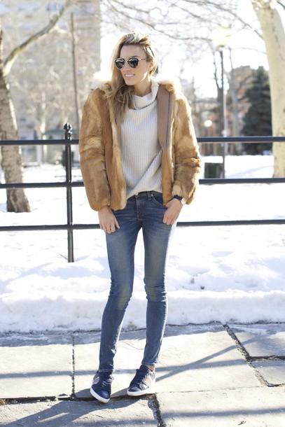 mind body swag blogger faux fur jacket turtleneck skinny jeans beige fur jacket