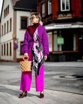 bag,handbag,tote bag,net,wide-leg pants,shoes,silk scarf,knitted cardigan,oversized cardigan,retro sunglasses,turtleneck,belt