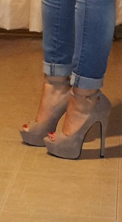 shoes,nude open toed pumps velvet