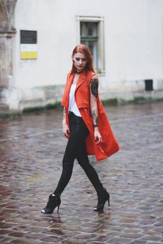 katarzyna konderak mademoiselle kate blogger red coat sleeveless coat leather leggings