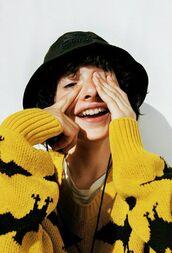 sweater,yellow sweater,bats,finn wolfhard