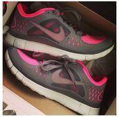 shoes,hot pink,pink,grey,nike,nike free run,5.0