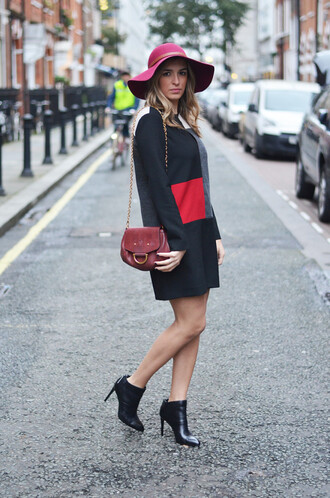 blogger camila carril bag shift dress colorblock floppy hat ankle boots