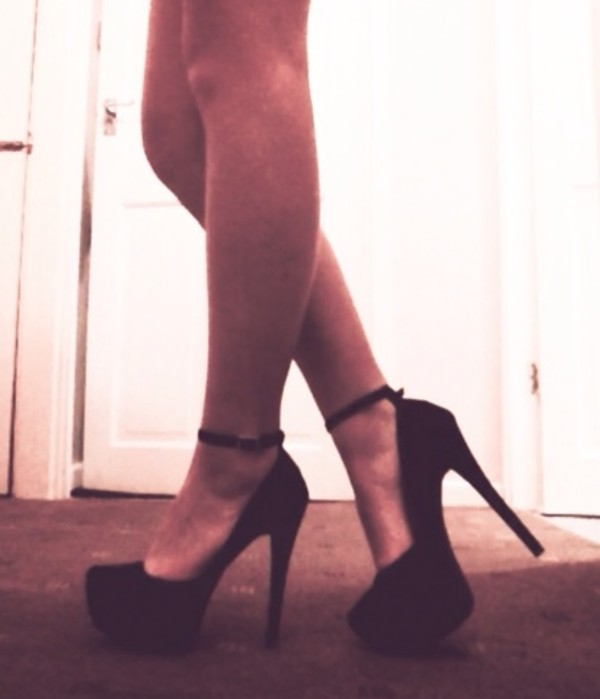 shoes blackheels high heels black tanned long legs