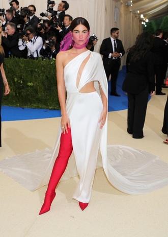 dress met gala 2017 shoes lily aldridge model white white dress asymmetrical one shoulder