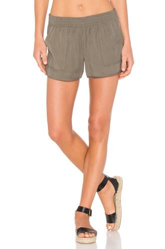 shorts green