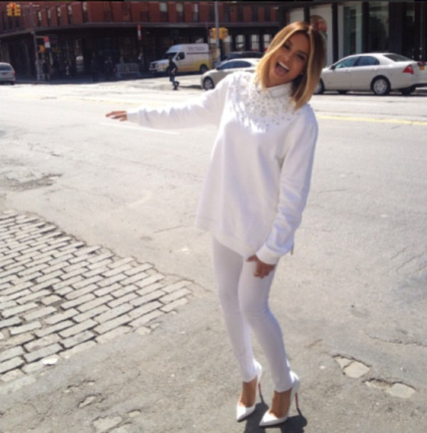 jeans ciara look post instagram tumblr fashion fashionista photography white denim stilettos heels high heels white t-shirt ivory this outfit shoes pants hair car smile brown sweater