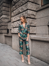 lisa olsson,blogger,jacquard,tailoring,emerald green,green,green jacket,floral jacket,floral pants,blazer,office outfits,classy,cocktail