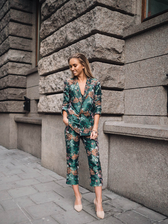 lisa olsson blogger jacquard tailoring emerald green green green jacket floral jacket floral pants blazer office outfits classy cocktail