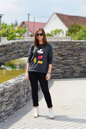 perla oreneta,blogger,sweater,jeans,top,shoes,sunglasses,jewels