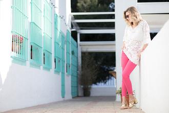 mi aventura con la moda blogger blouse jeans shoes jewels bag sunglasses pink pants sandals white blouse