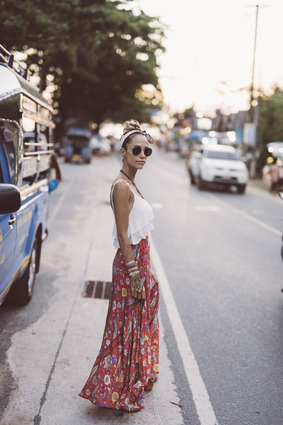 styled avenue blogger top skirt shoes maxi skirt white top spring outfits