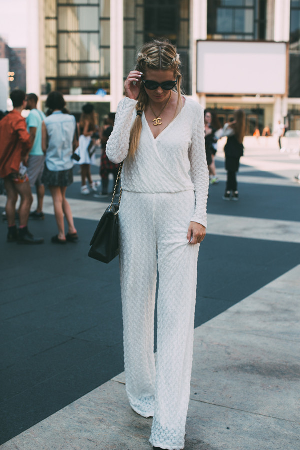 barefoot blonde blogger jumpsuit shoes jewels bag sunglasses make-up