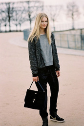 vanessa jackman,blogger,sweater,boyish,unisex,grey sweater,nike sneakers,streetstyle,pants,cashmere jumper,Gender Neutral,no gender,equality