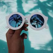 round sunglasses,palm tree print,palm tree,sunglasses,white sunglasses,white frames,mirrored sunglasses,mirror,shades,hipster,tropical,blue,sunglasse,white,summer,accessories,eyewear,fashion