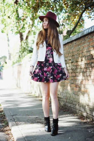moon magik blogger hat floral dress black boots roses white jacket
