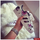 shoes,superstar,adidas,floral sneakers,flowers,wit,sneakers,white,purple,hip hop,rnb,yo,swag,skater shoes,skateboard,cool,wow,musthave,special,adidas superstars,floral,low top sneakers,adidas originals,style,bag,adidas shoes,shoes adidas,adidas flower shoes,lotus,tropical,pink,palm,girl,summer,women,mignon,fleurie,black shoes,black and white,noir,blanc,black,color/pattern,roses,multicolor,multicolor sneakers
