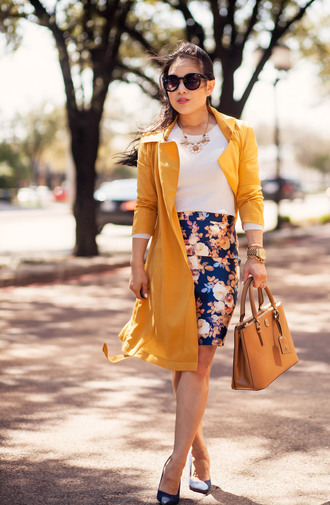coat white shirt yellow trench coat floral pencil skirt brown bag black stilettos blogger sunglasses