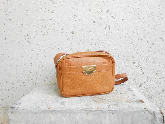 Vintage NINA RICCI PARRIS Tan Leather Shoulder Bag by VindicoShop