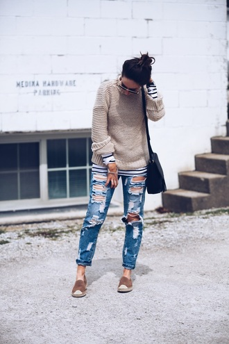 fashionably kay blogger jeans bag shoes sunglasses jewels ripped jeans beige sweater flats nude shoes black bag