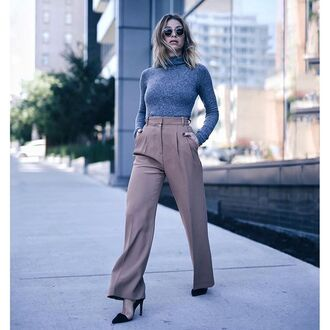 pants tumblr wide-leg pants classy work outfits office outfits turtleneck grey top long sleeves pumps pointed toe pumps streetstyle fall outfits grey turtleneck top winter work outfit