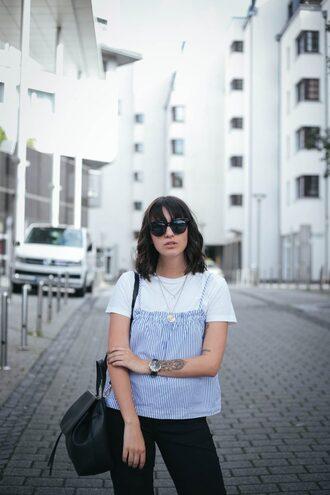 sophie van daniels fashion & lifestyle blog with an addiction to interiør design blogger t-shirt top pants sunglasses jewels bag shoes
