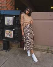 skirt,midi skirt,animal print,high waisted skirt,jumper,white sneakers,sunglasses