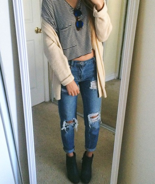 jeans boyfriend jeans tshirt. coat black top shirt