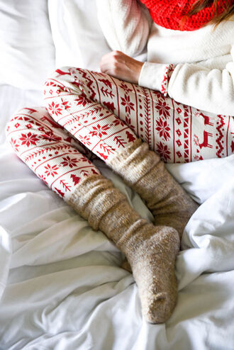 leggings holiday season tumblr christmas leggings printed leggings sweater white sweater knitted socks socks christmas cozy lazy day christmas pajamas
