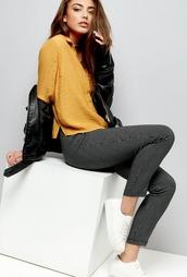 pants,clothes,leggings,yellow,shirt,pantalon,black and white,leather jacket,white sneakers,black and white pants,topshop,checkered