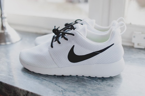 Nike Roshe Run, Womens custom nike roshe, Minimalistic black and white  design, black nike swoosh with black speckles, all white shoe