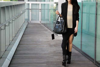 skirt black shoes