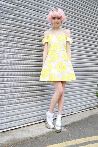 stella's wardrobe blogger dress yellow dress floral dress off the shoulder dress topshop pink hair