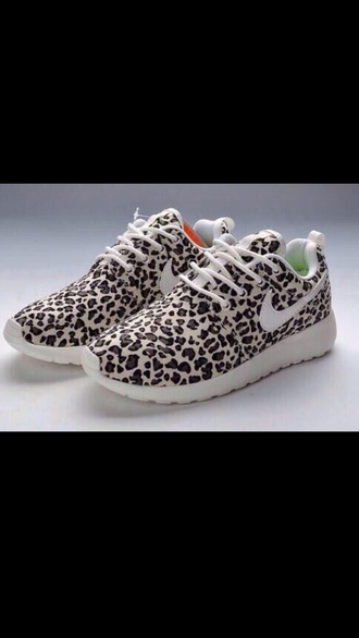 shoes roshe runs cheetah