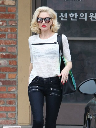 bag black jeans gwen stefani white t-shirt black dress jeans shirt