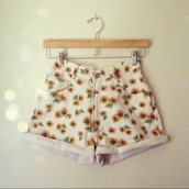 shorts,sunflower,flowers,floral,tumblr,flowered shorts,floral sunflowers white,vintage,clothes,daisy,daisy shorts,daisies shorts