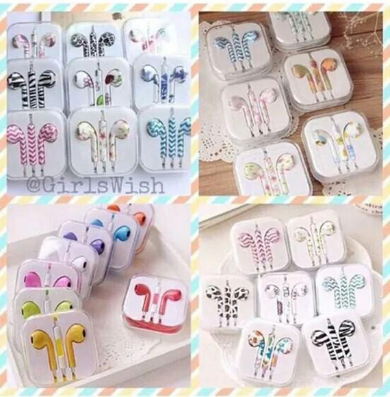 pattern earphones tumblr girl