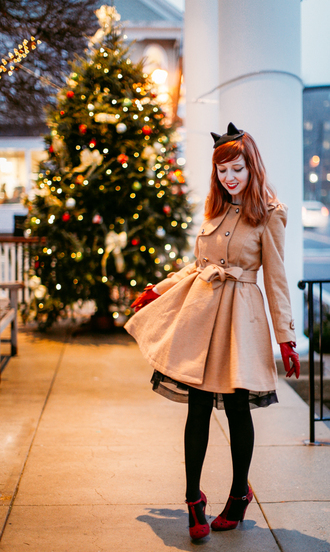 the clothes blogger coat dress tights shoes bag gloves