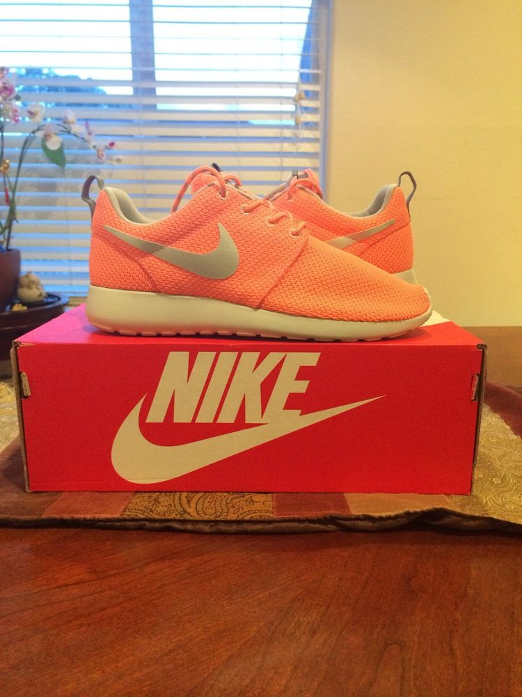 46241e547989 Nike Roshe Run Atomic Pink Womens Size 8