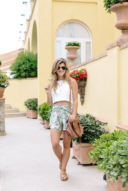 brighton the day blog | dallas fashion blog blogger shirt top shorts shoes jewels bag sunglasses