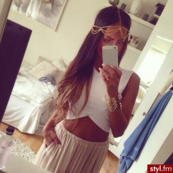 jewels headband top head chain t-shirt white clothes Bloggers white crop tops head jewels maxi skirt maxi crop tops crop jewelry bracelets pretty dress perfect